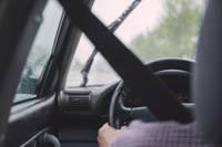 """Grobiņā nedod ceļu un izraisa divu """"Volkswagen"""" sadursmi"""