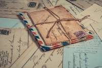 Izdod pastmarku ar Grobiņas novada ģerboni