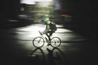 Uz gājēju pārējas notriec velosipēdistu