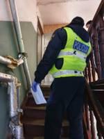 Turpina bargi sodīt mājsēdes pārkāpējus; vīrietim jāatvadās no 1000 eiro