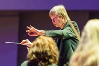 """Koncertciklā """"Simfonija tuvāk"""" skanēs Žana Sibēliusa šedevrs un maestro Normunds Šnē"""