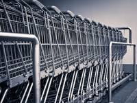 Patēriņa cenas februārī Latvijā gada laikā samazinājušās par 0,2%