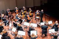 """Foto atskats: Šīs sezonas noslēgumā ciklā Simfonija """"Tuvāk"""" – kaislīgais Čaikovskis"""