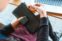Turpina izkrāpt naudu no iedzīvotājiem, kuri pārdod preces internetā. Liepājniecei no bankas konta noņemti gandrīz 200 eiro
