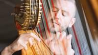 Paliec mājās: tiešsaistē – Andreja Osokina soloprogramma un arfu virtuozi