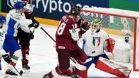 Latvijas hokeja izlase pasaules čempionātā smagā cīņā uzvar Itāliju