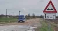 Nīcas novada iedzīvotājus uztrauc, ka uz Dienvidkurzemes novada centru būs jābrauc pa sliktu ceļu vai ar lielu līkumu