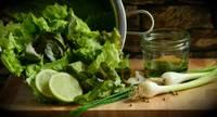 Vēl zaļāks un veselīgāks. Kādi ir iecienītākie zaļumi pavasarī un kas tajos labs?