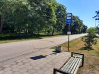 """Karostas autobusu pieturvietu """"O.Kalpaka tilts"""" pārdēvē par """"Lāčplēša dārzs"""""""