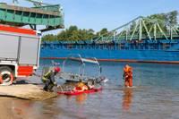 Ugunsdzēsēji glābēji pilnveido prasmes glābšanā uz ūdens