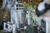Pieciem Covid-19 pacientiem Liepājā izdzīvot palīdz plaušu mākslīgās ventilācijas iekārtas