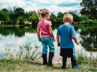 Padomi vecākiem, kā rīkoties insektu kodumu, pārkaršanas un citās vasarai raksturīgās situācijās