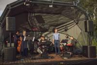 Foto: Koncerts Astora Pjacollas mūzikas noskaņās