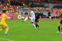 Latvijas futbolistes pirmās gūst vārtus, tomēr pamatīgi kapitulē PK kvalifikācijas ievadā