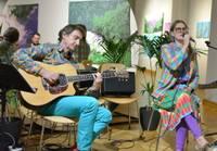 Māksliniece Kristīne Kutepova un ģitārists Artūrs Kutepovs ielaiž savas dzīves aizkulisēs