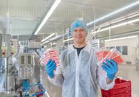 """Zivju pārstrādes uzņēmums """"Syfud"""" jaunajā Liepājas rūpnīcā atklājis pirmo ražošanas līniju"""