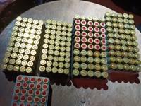 Policija Kuldīgas pusē kratīšanās atrod ieročus, munīciju un cigaretes