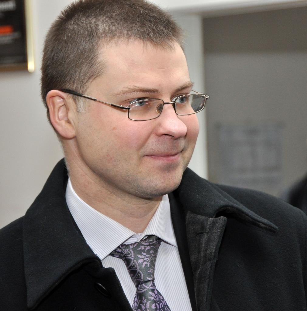 Домбровскис категорически против повышения зарплат
