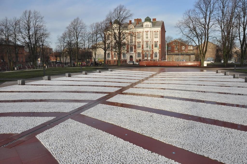 С повествованием о государственных ценностях – новая площадь Яниса Чаксте