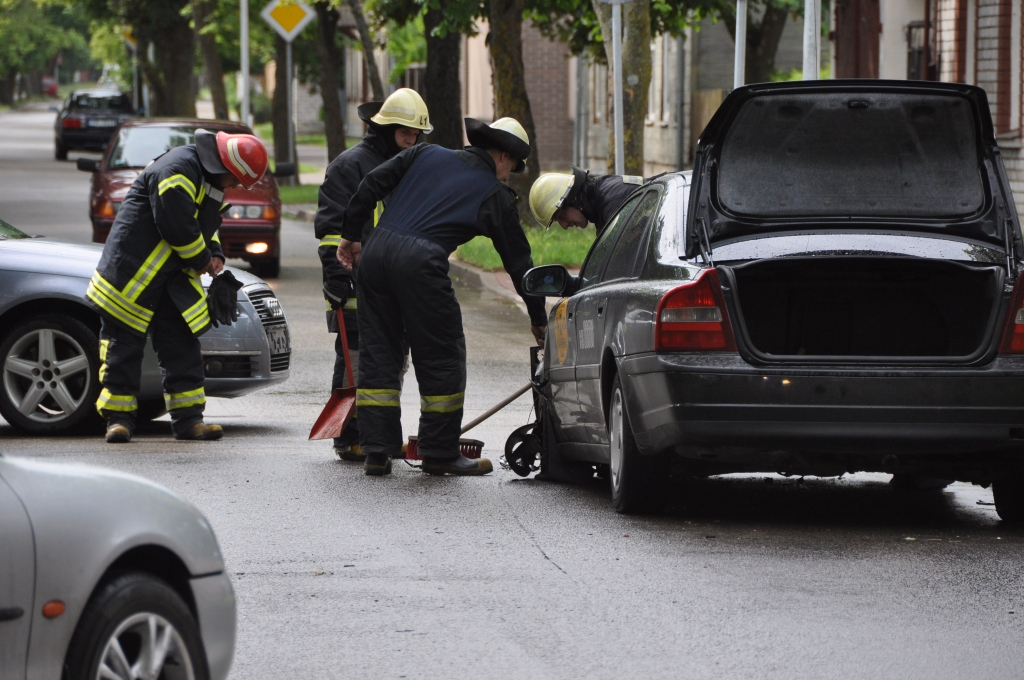 В аварии на улице Дзинтара столкнулись три машины