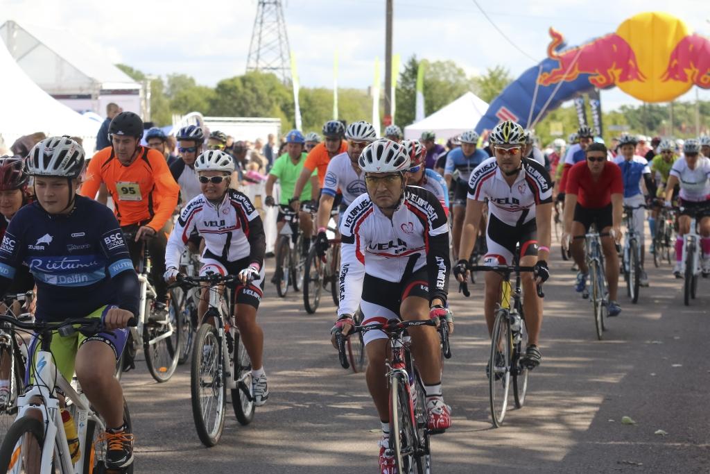 Велосипедистов встретили препятствия ветра