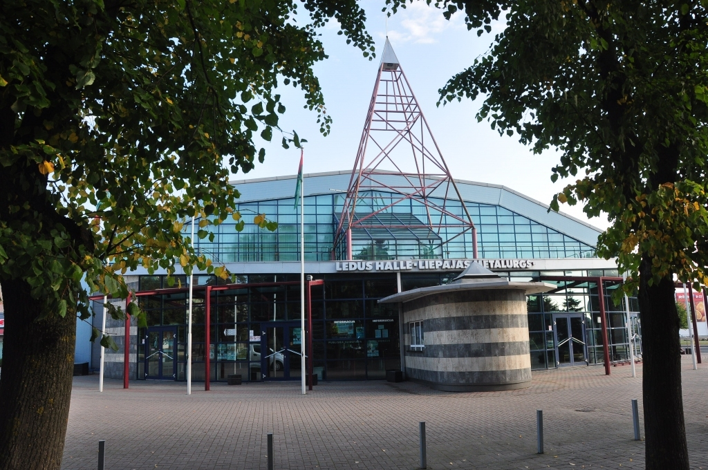Олимпийский центр покупает ледовый холл