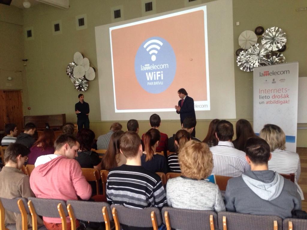 Школы Лиепаи первыми осваивают правила безопасного интернет-движения