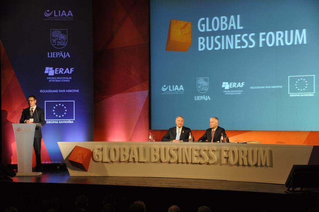 Много языков звучит на глобальном бизнес-форуме