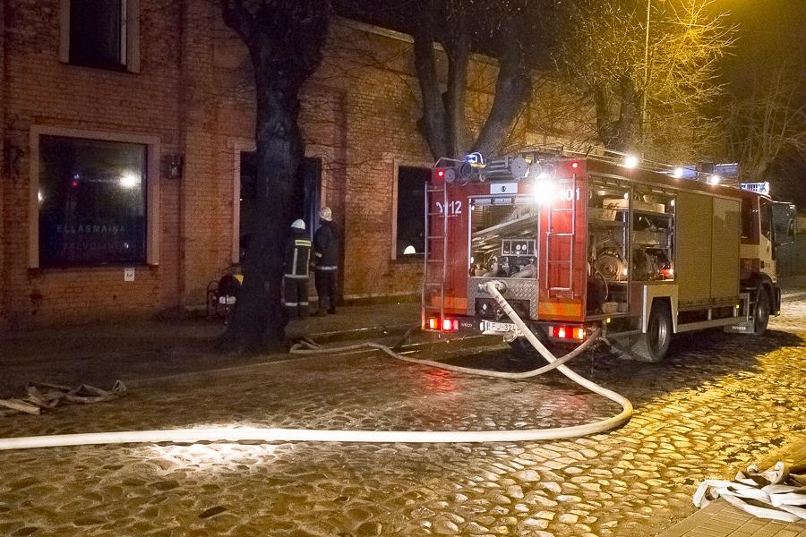 В автосервисе на ул. Пляву возник пожар