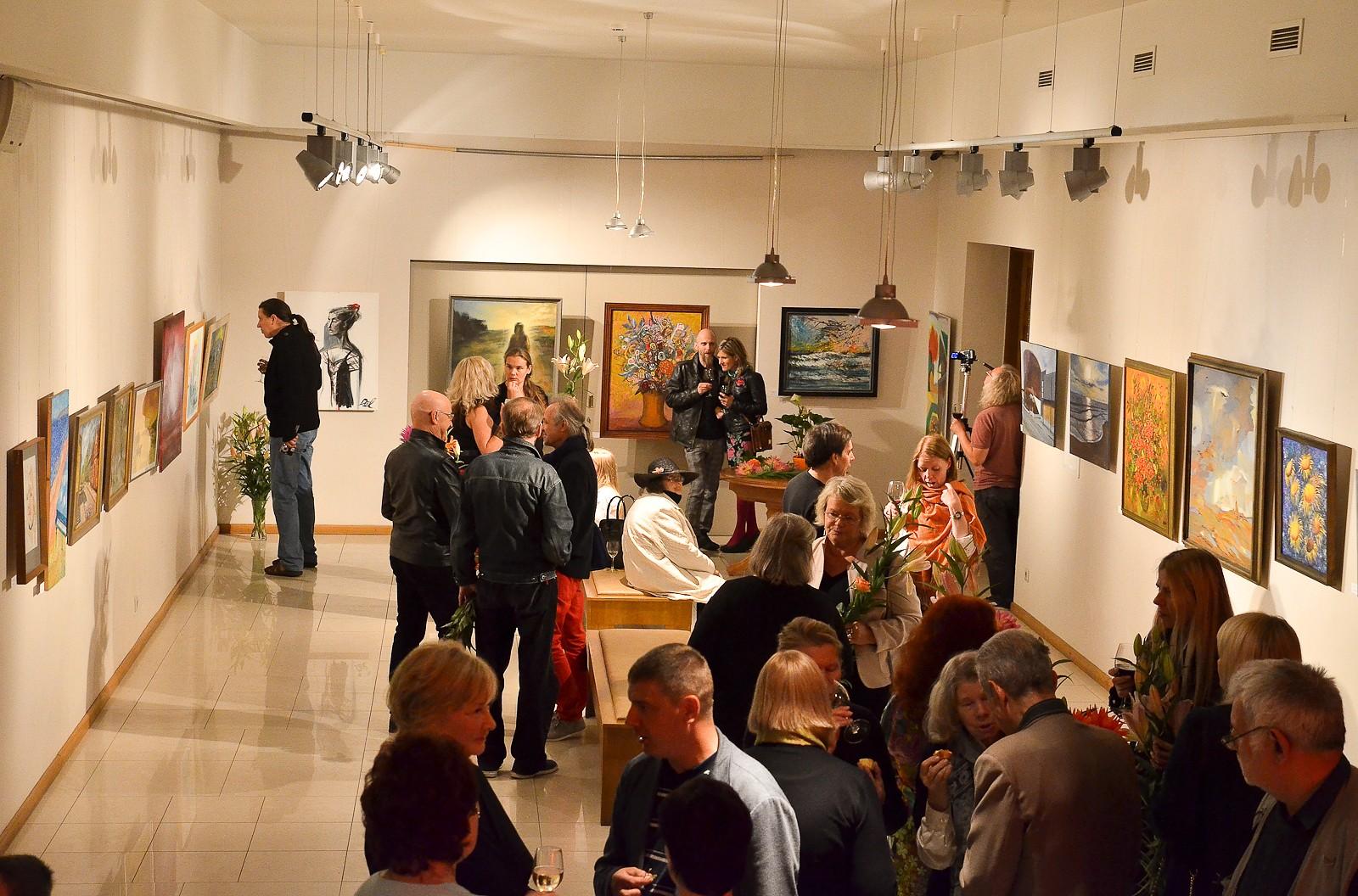 Торжества 80-летия начинаются с выставки