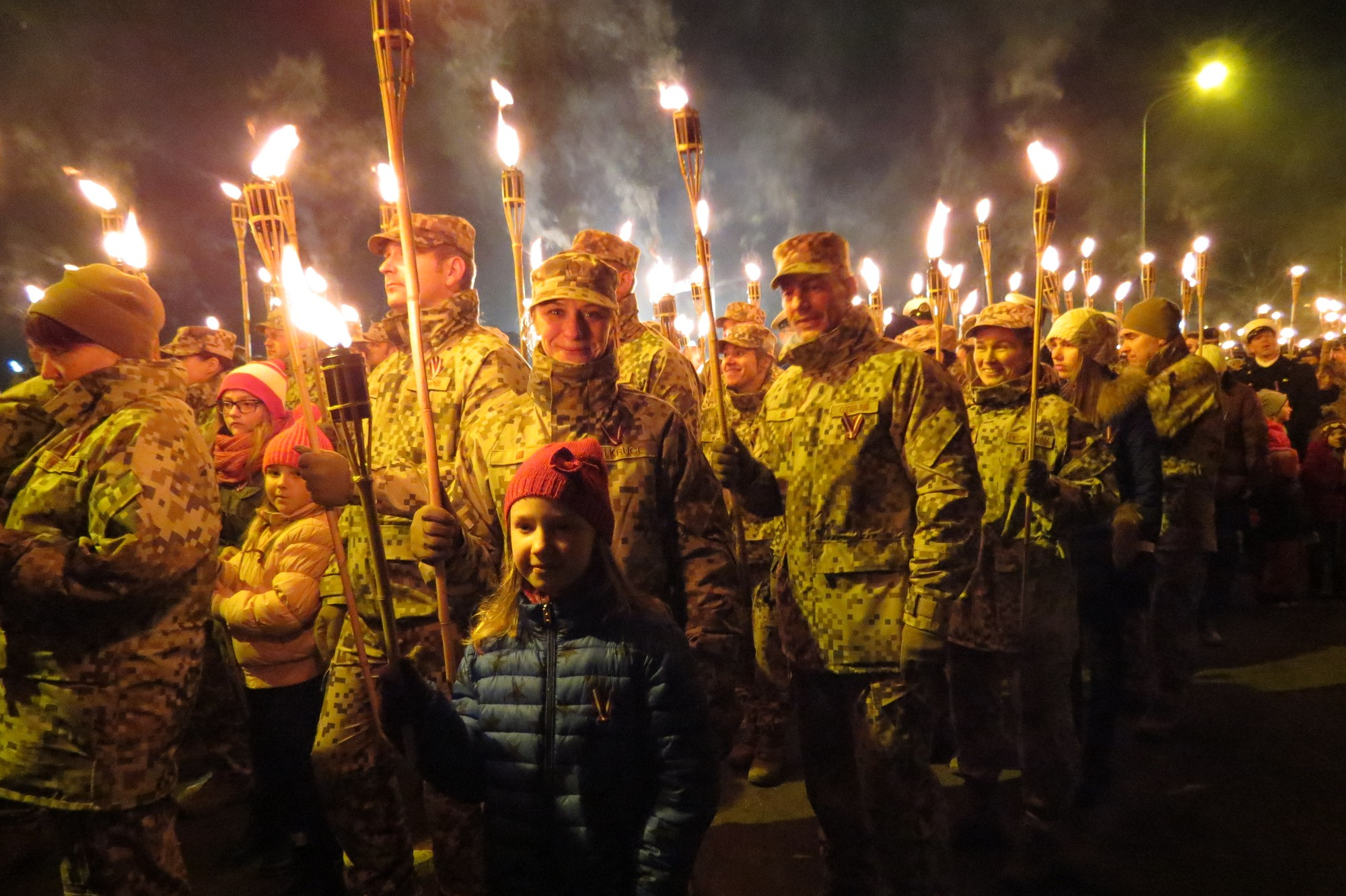 Сотни и тысячи факелов в память героев