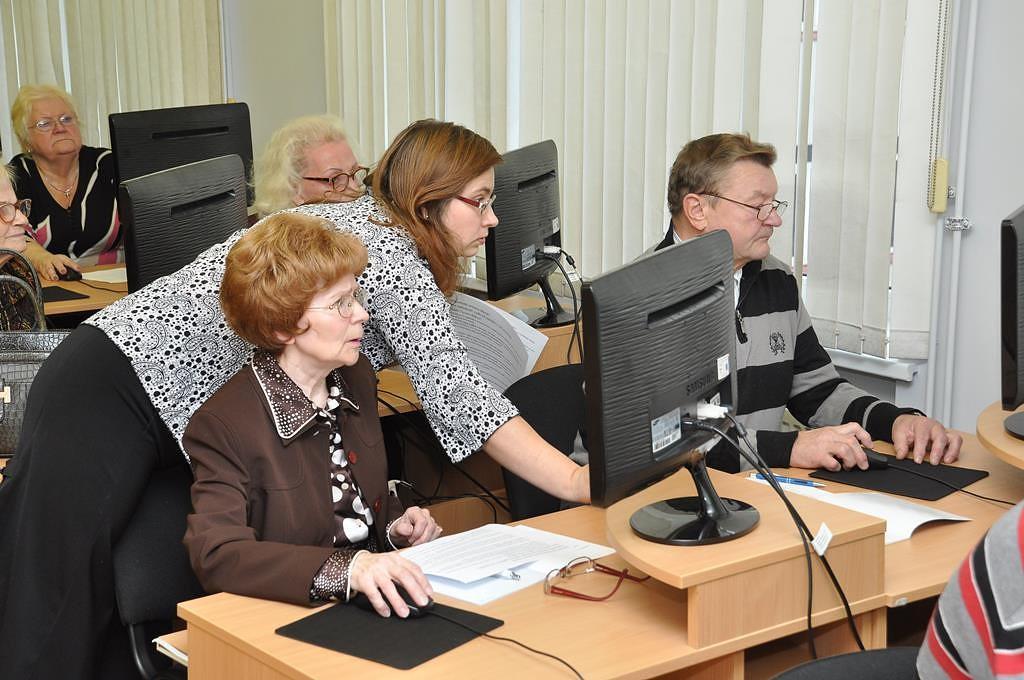 В Лиепае практически на 160 сениоров, обученных компьютерным навыкам, больше