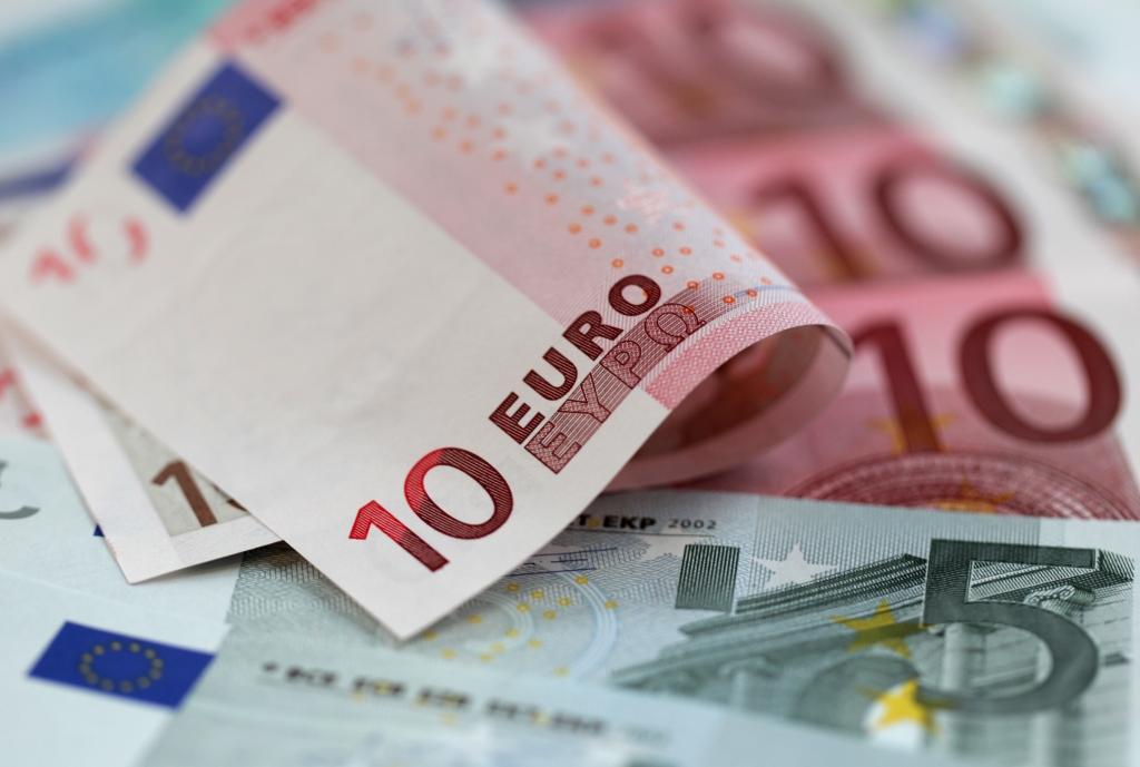 Минфин считает разумным повышение минимальной зарплаты на 10 евро, профсоюзы — на 20 евро