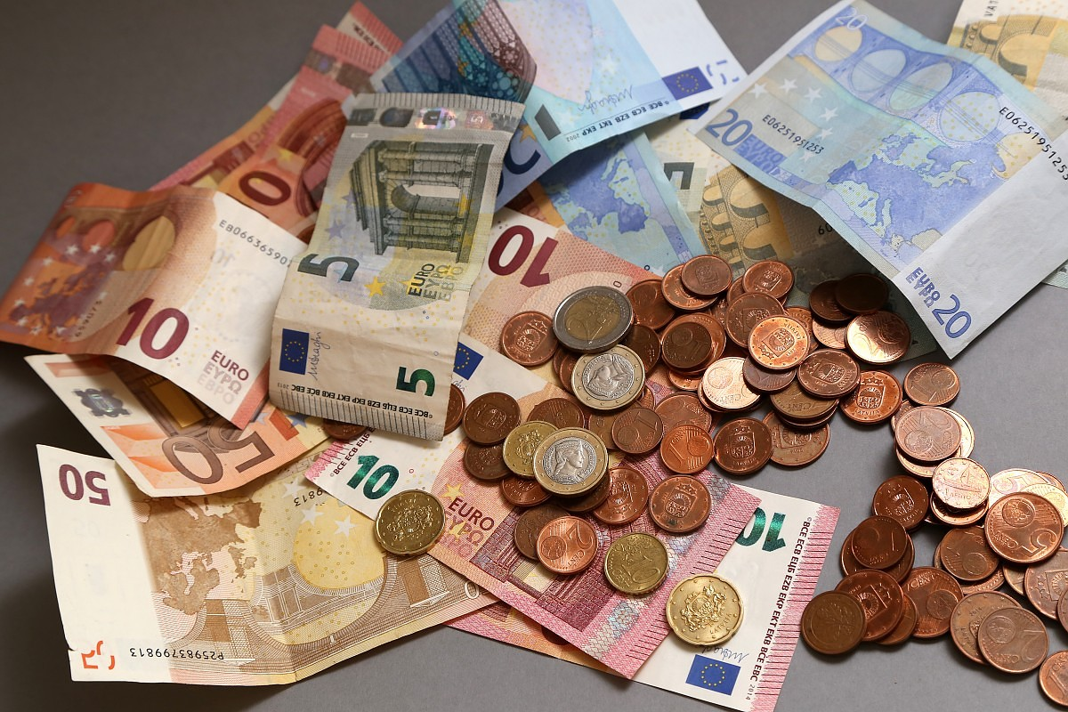 Представленные в Сейме партии в прошлом году получили пожертвования на сумму более полумиллиона евро