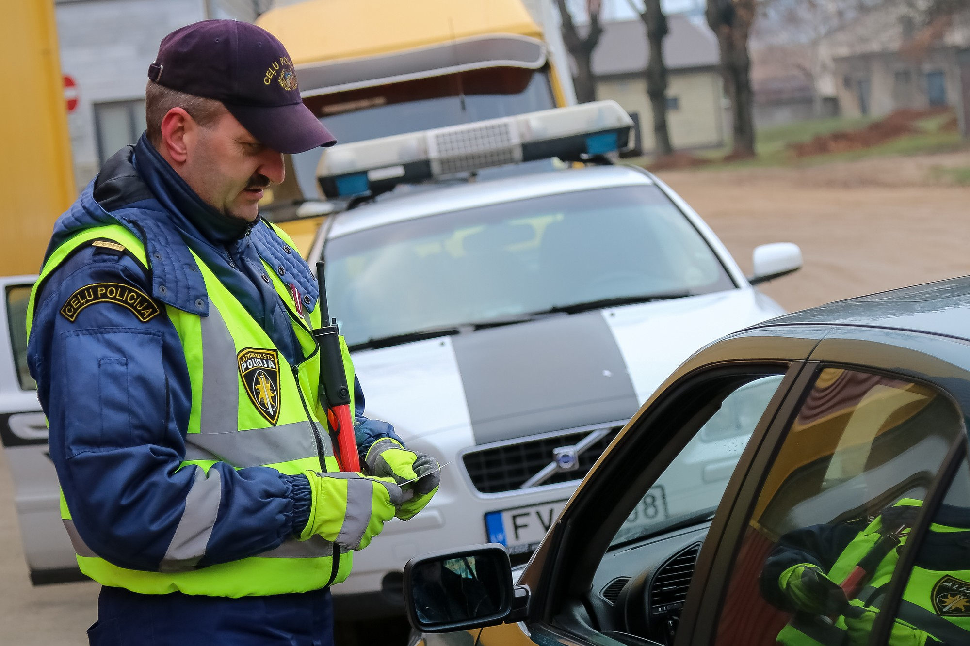 Автоводители должны будут для проверки давать документы полицейским «в руки»