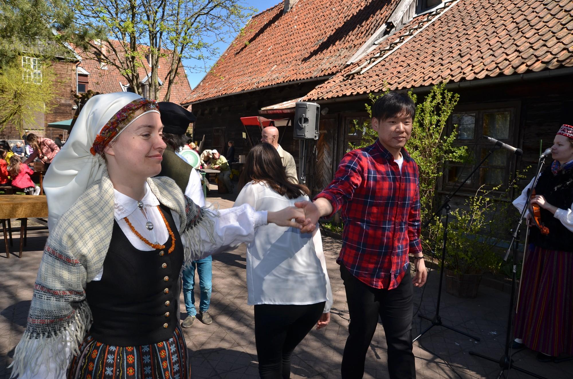 ФОТО: Творческий квартал улицы Кунгу открыл сезон с «Праздником березового сока»