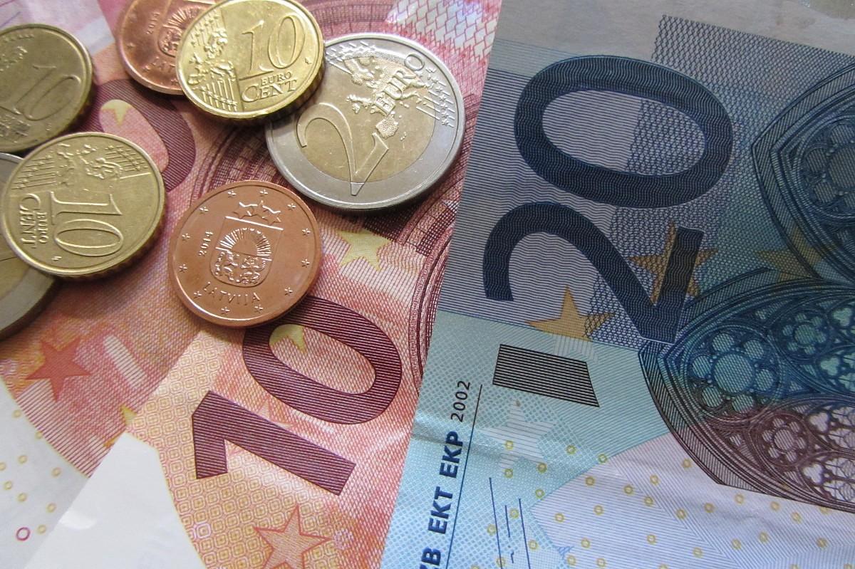 Коалиция договорилась направить 32 млн евро на увеличение пособий многодетным семьям