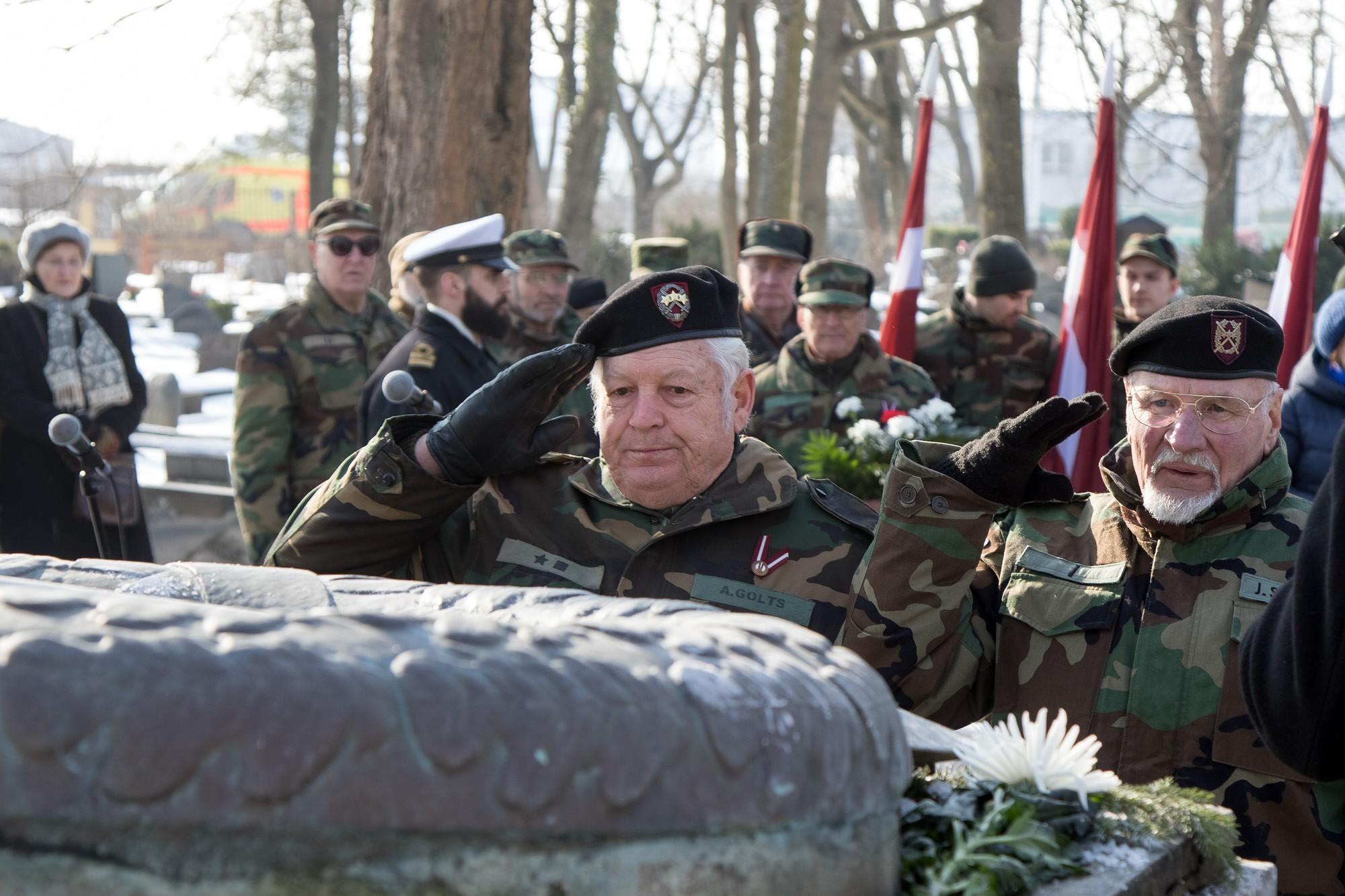 Цветами почтили память полковника Калпакса