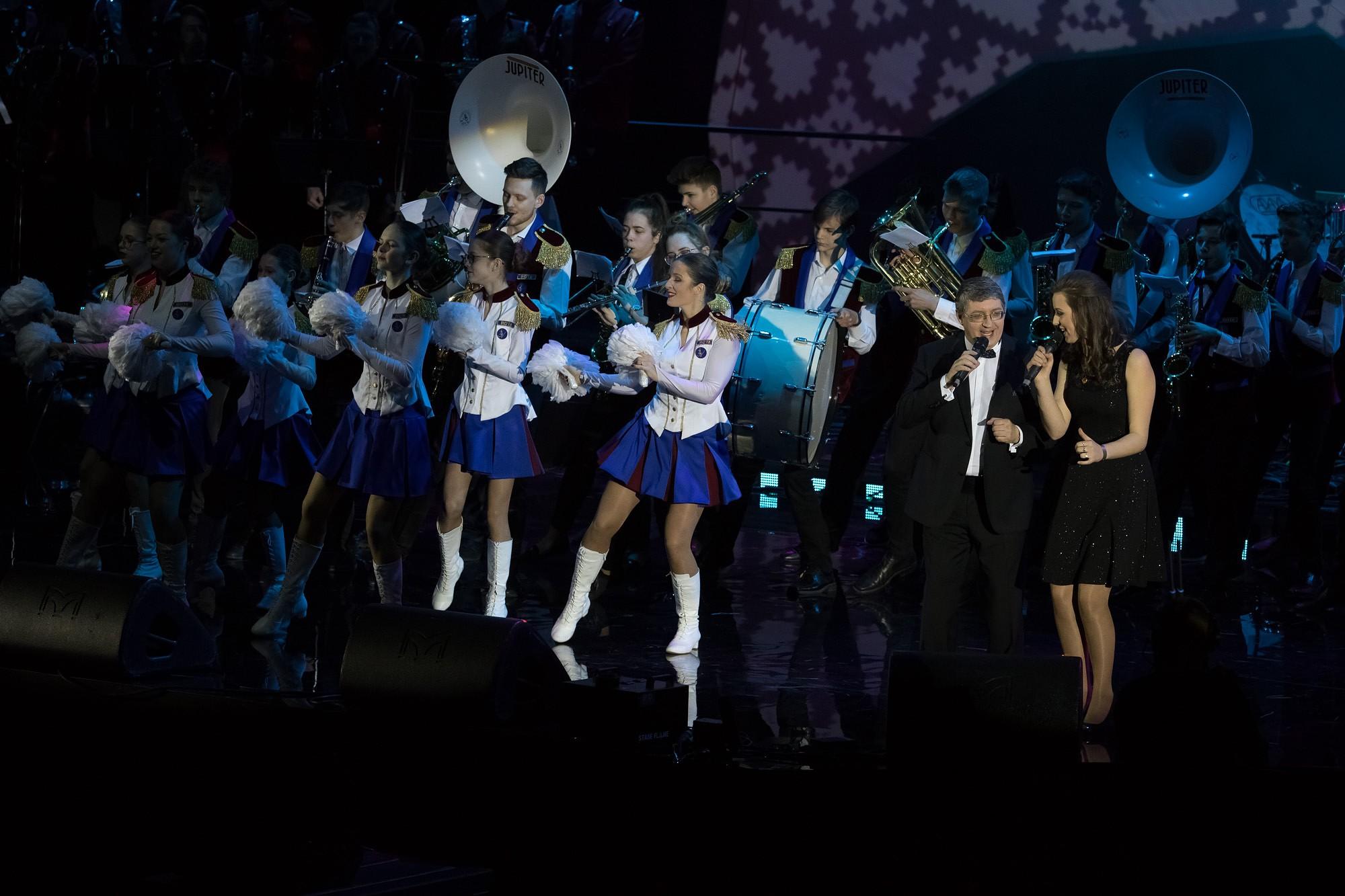 На концерте поздравляют Лиепаю