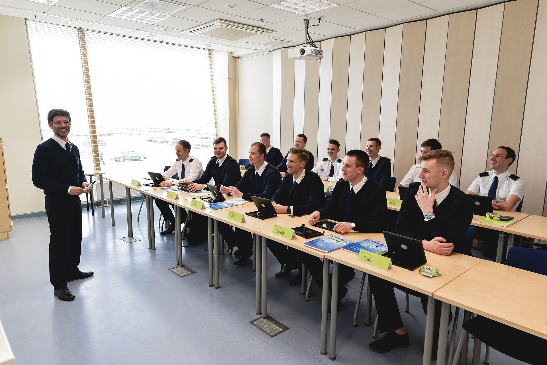 Первые студенты академии пилотов «airbaltic» начали обучение