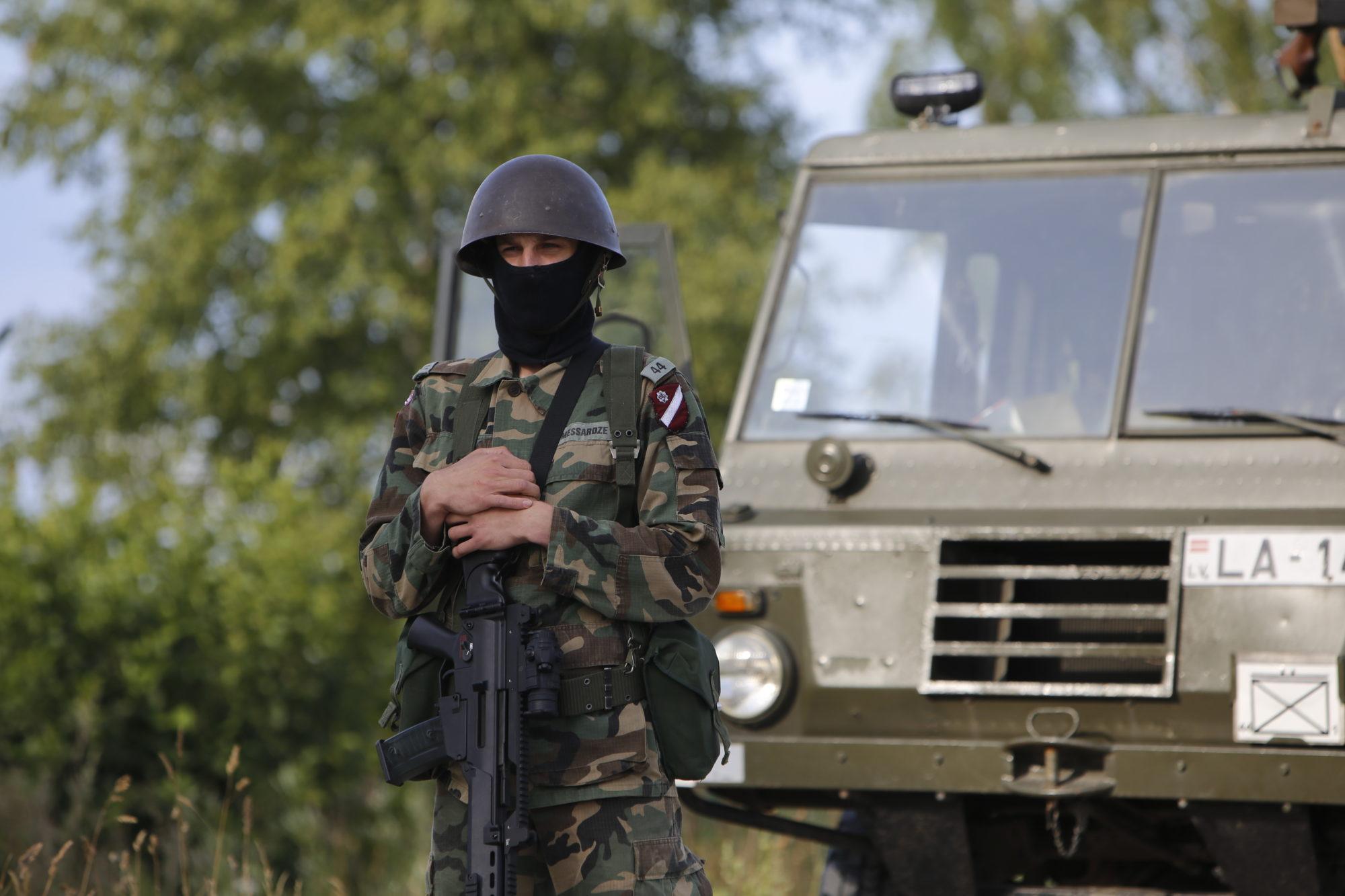 Службу в Латвии сейчас несут около 1400 военных стран НАТО