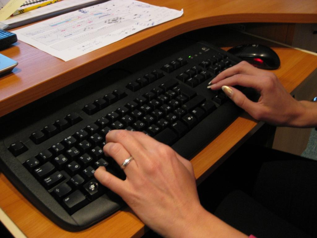 Предлагает расширить права СГД в отношении не предоставляющих информацию интернет-порталов