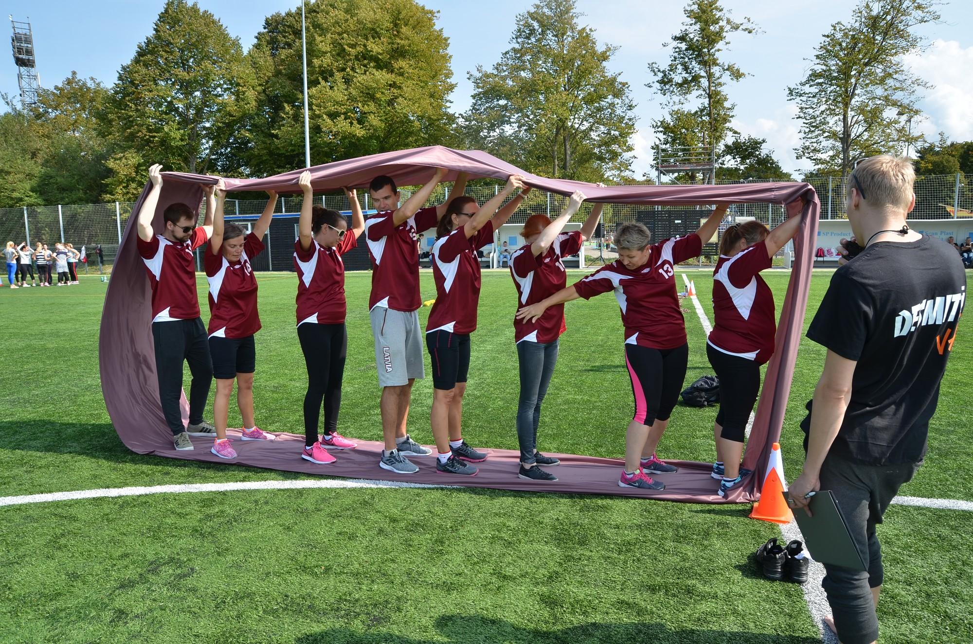 Педагоги перед учебным годом встречаются на спортивных играх