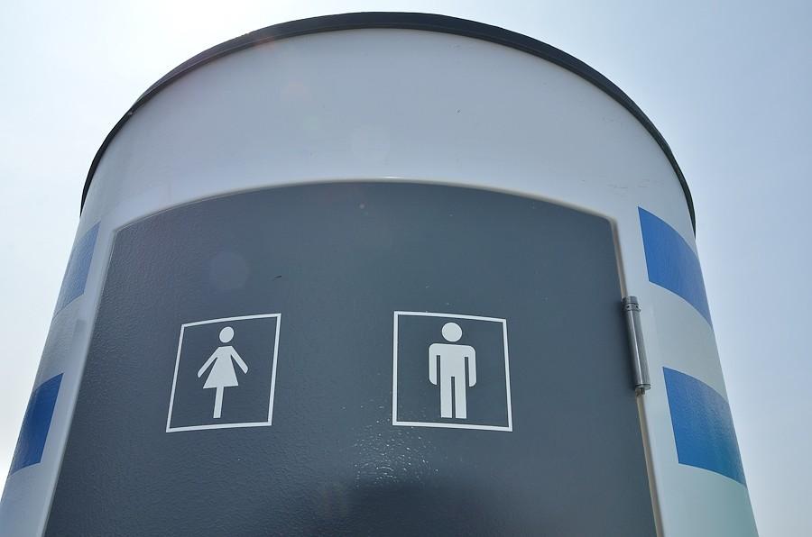 Благоустроенных туалетов придется ждать до осени