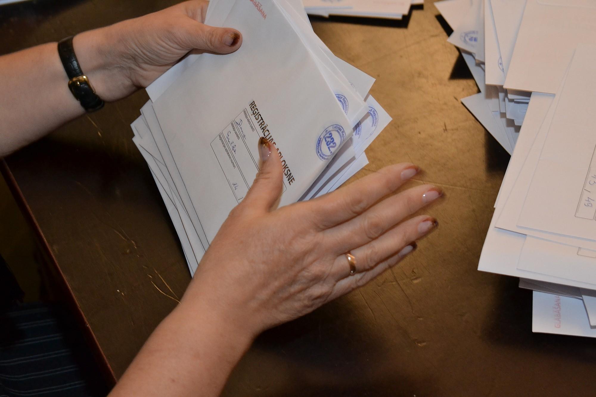 В избирательном конверте – злотые и стихи