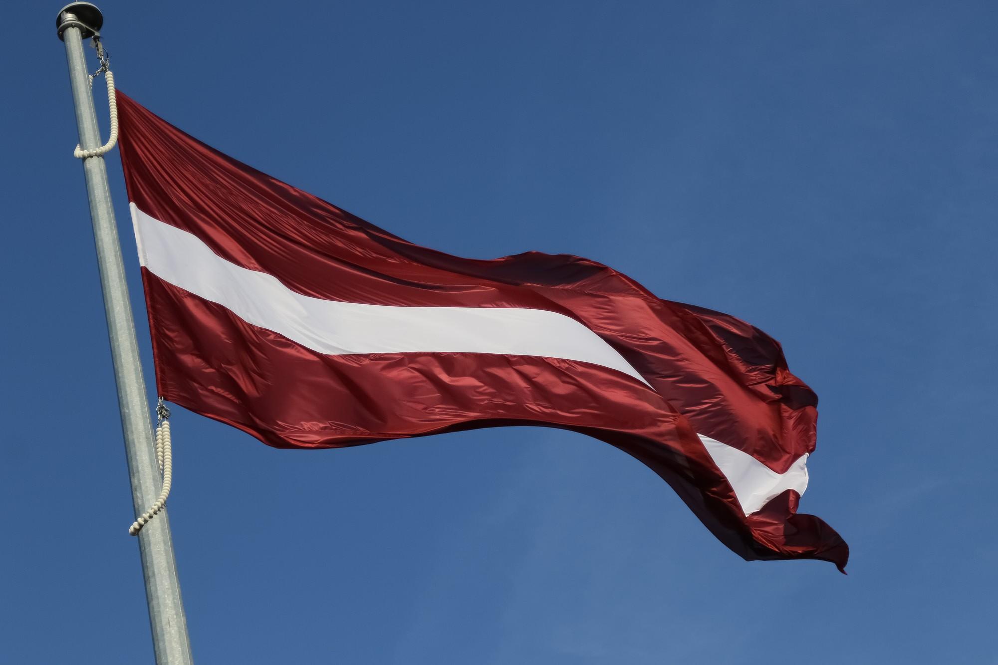 Латвия в пунктах пересечения границы установит государственные флаги