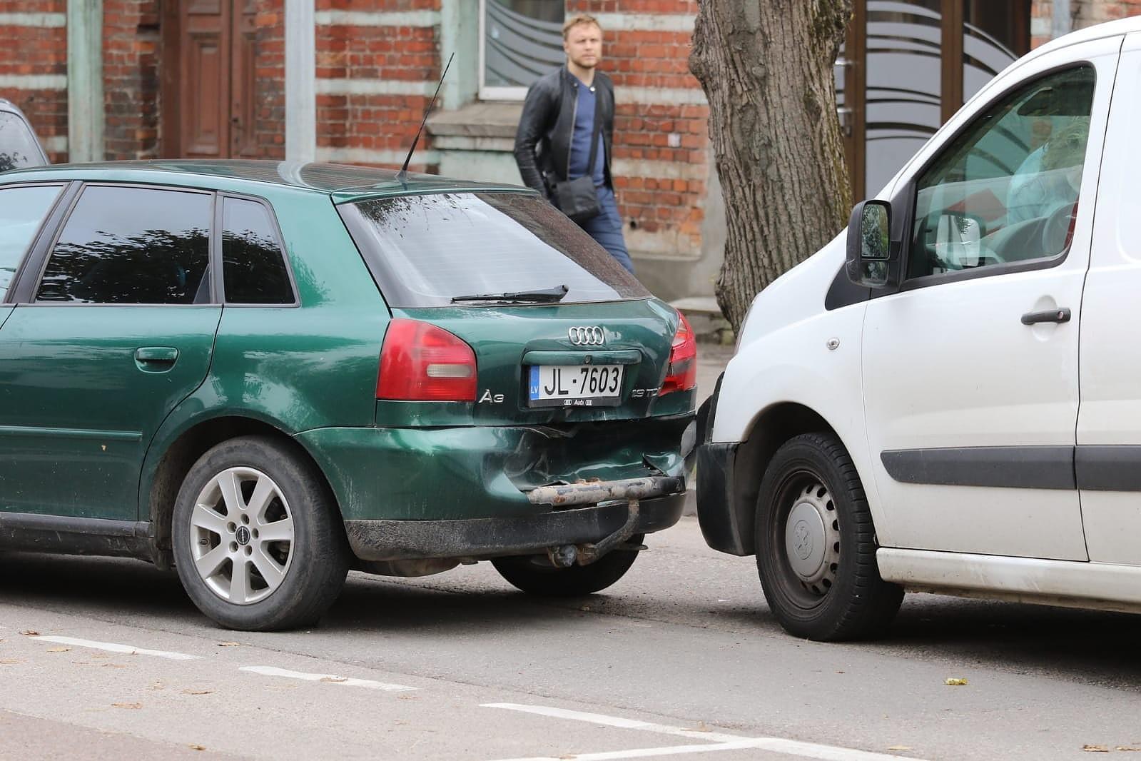 На улице Райня столкнулись четыре автомашины