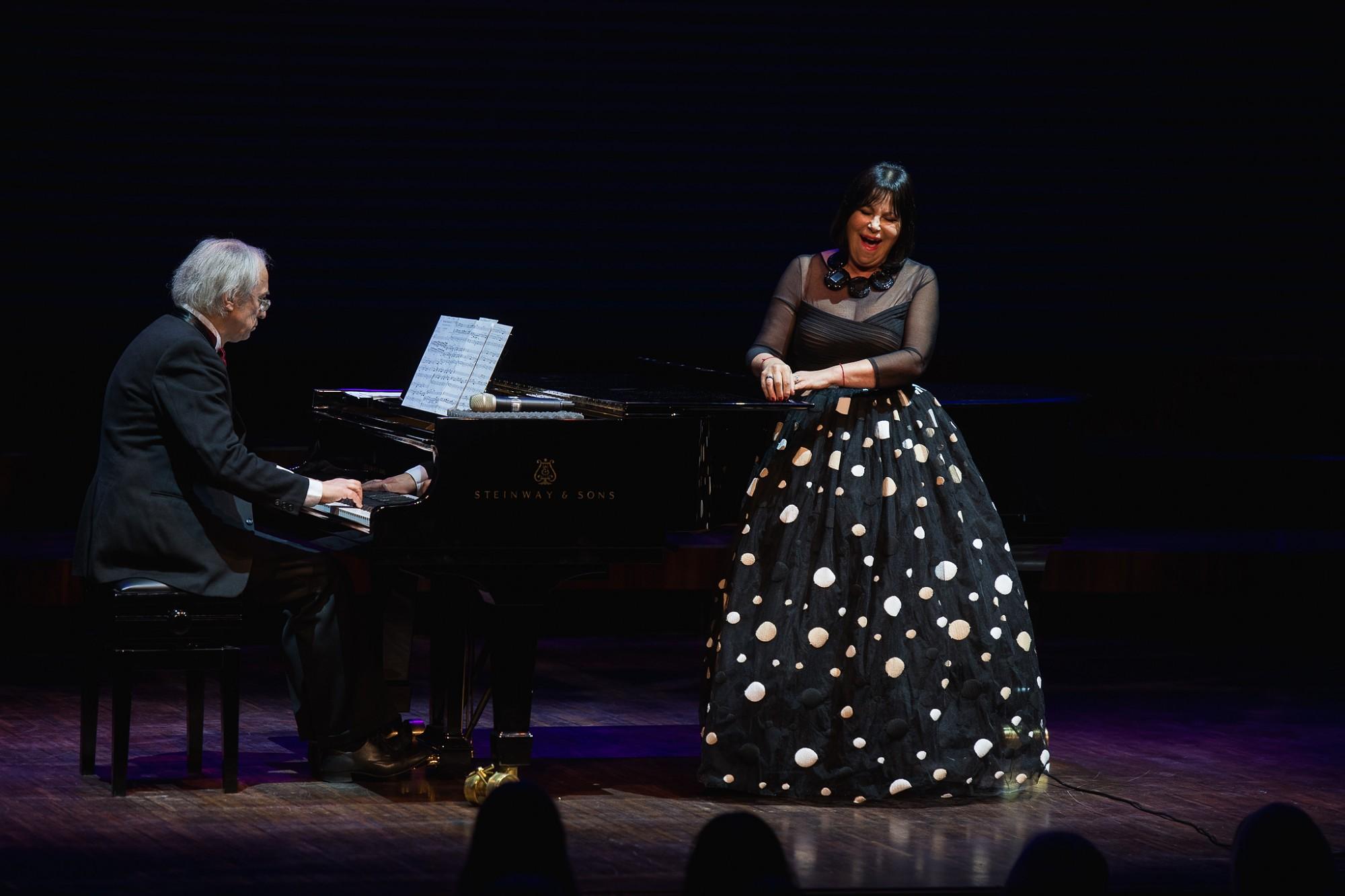 """В концертном зале """"Лиелайс дзинтарс"""" прозвучал концерт Инесе Галанте"""