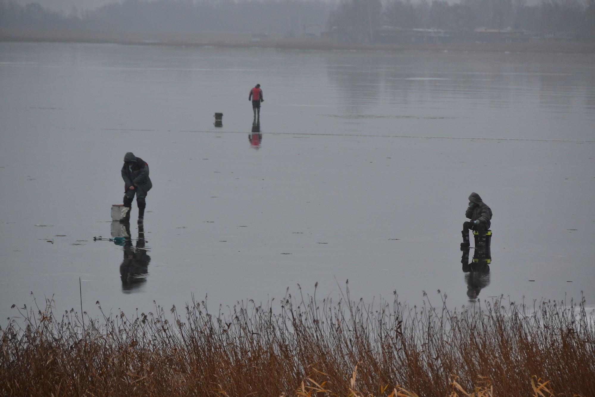 Безрассудство рыбаков не имеет границ