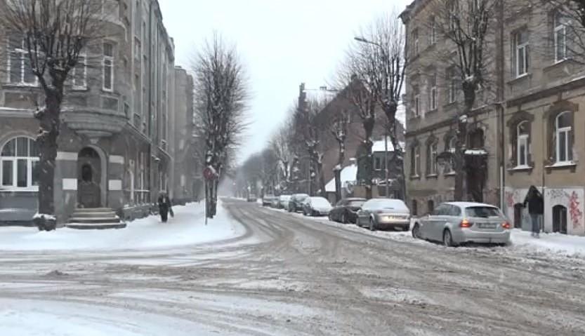 Ответственная служба объяснила, почему  в Лиепае во вторник утром не чистились улицы